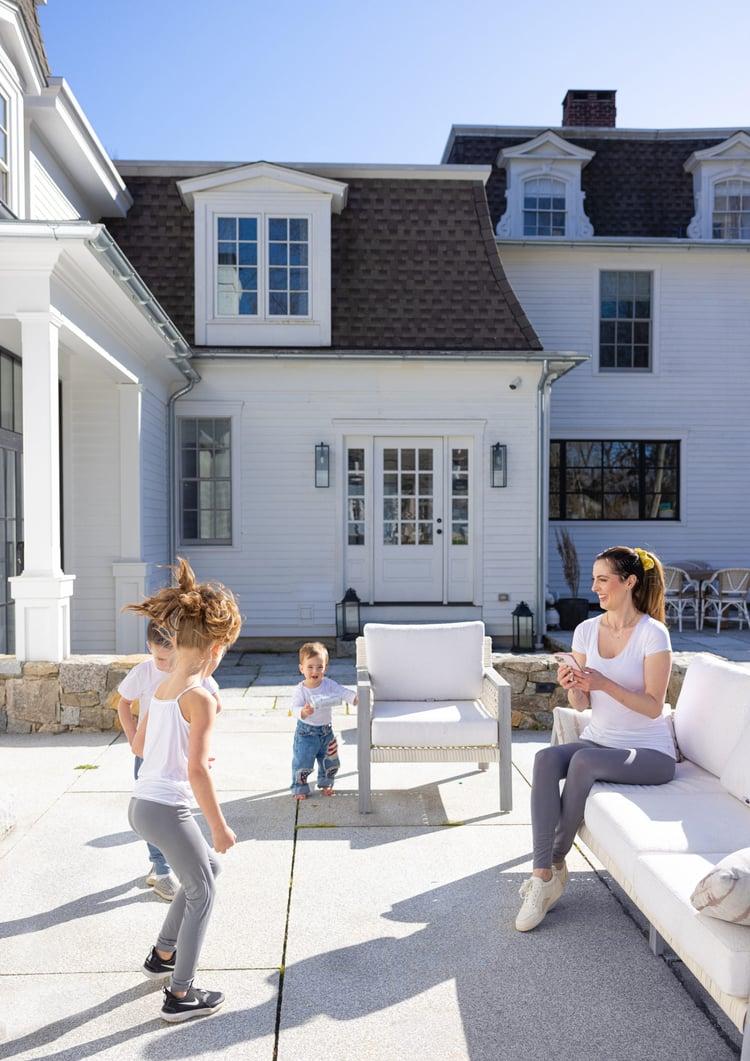 Eva Amurri's backyard patio area, featuring WOODBURY GRAY™ granite thermal pavers