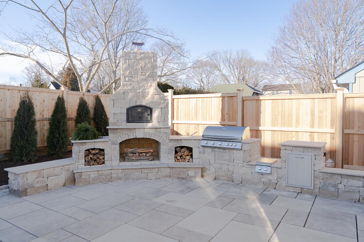 INDIANA LIMESTONE - FULL COLOR BLEND™ Rockford Estate Blend® split and tumbled sawn thin veneer outdoor kitchen