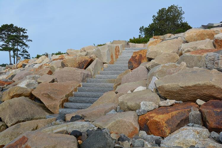 Staricase by the sea in Rye, NH. Woodbury Gray granite staircase. Project by Great Works Landscape.