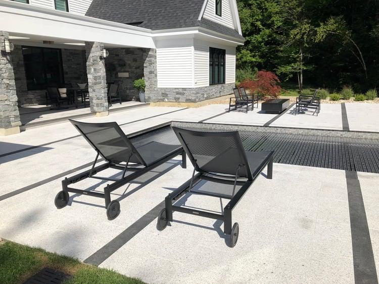 A monochrome hardscape design with light and dark granites: Woodbury Gray and CAMBRIAN BLACK® granite.