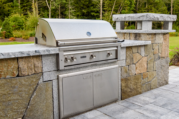 What\'s Cooking Outdoors: Trends in Outdoor Kitchen Design ...