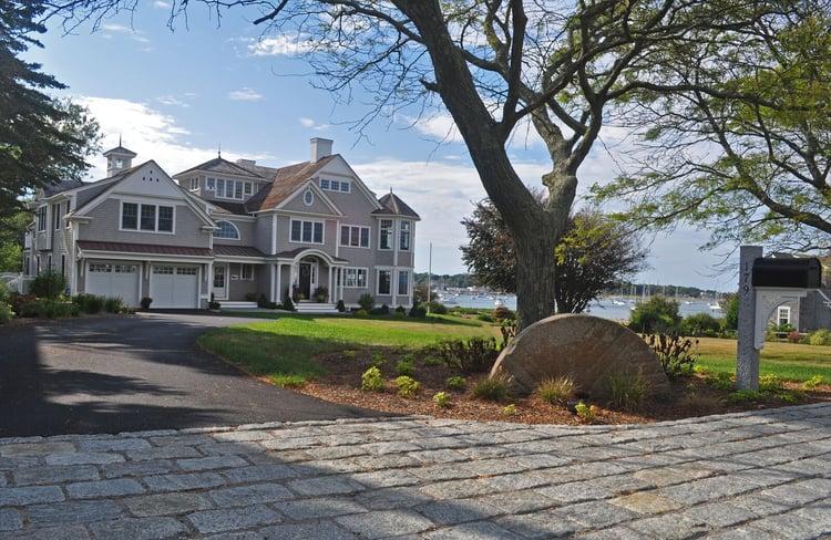 Gray cobblestones driveway apron