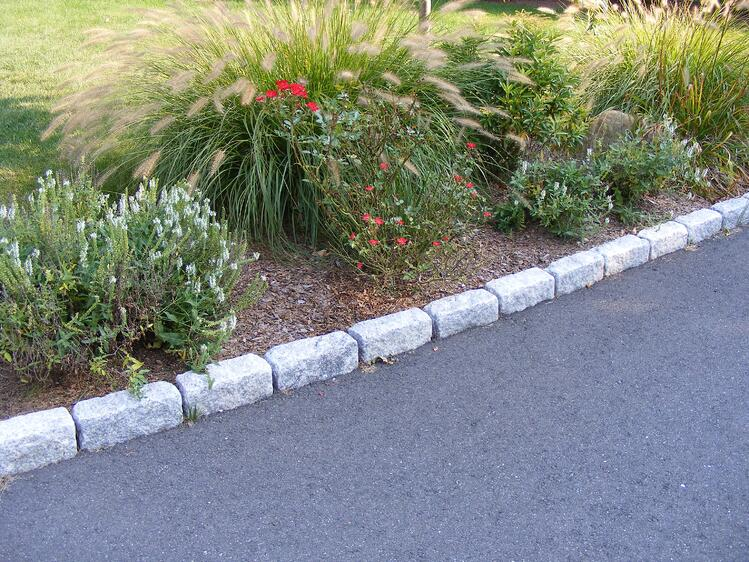 Granite cobblestone edging