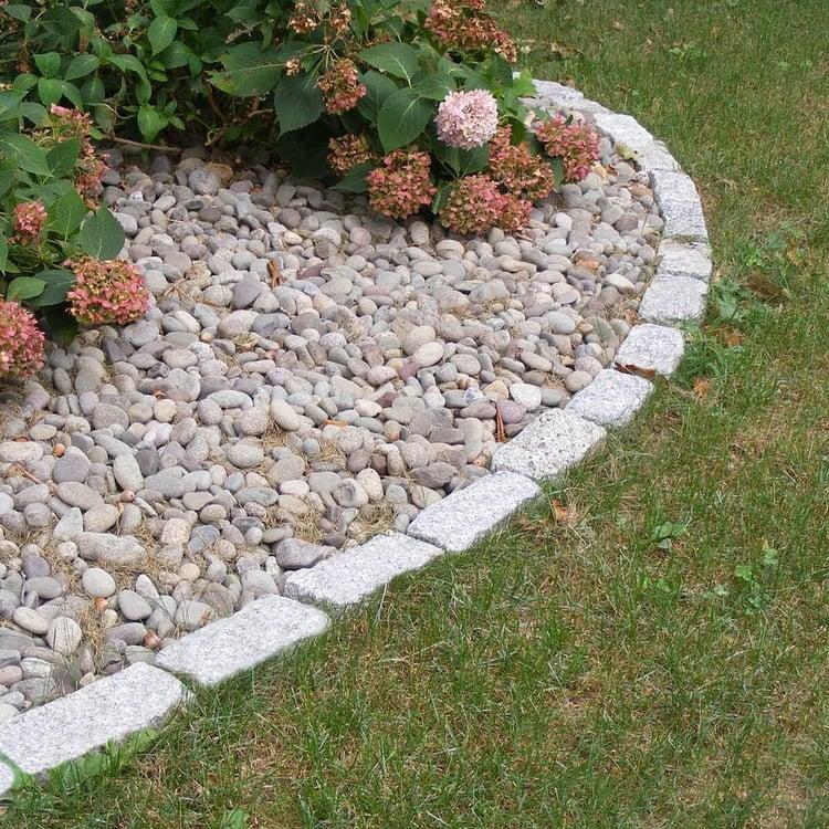 Granite cobblestones planter bed edging
