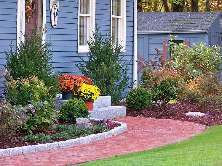 Woodbury Gray granite steps and granite cobblestones --project by Ahronian Landscaping