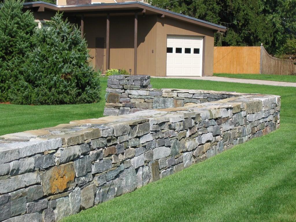 Freestanding Wall Saratoga Granite Regular Wall Stone