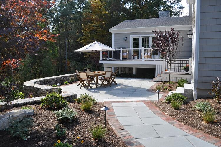 Thermal bluestone paver patio with New England Style Wallstone