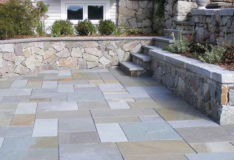Full color natural cleft bluestone patio