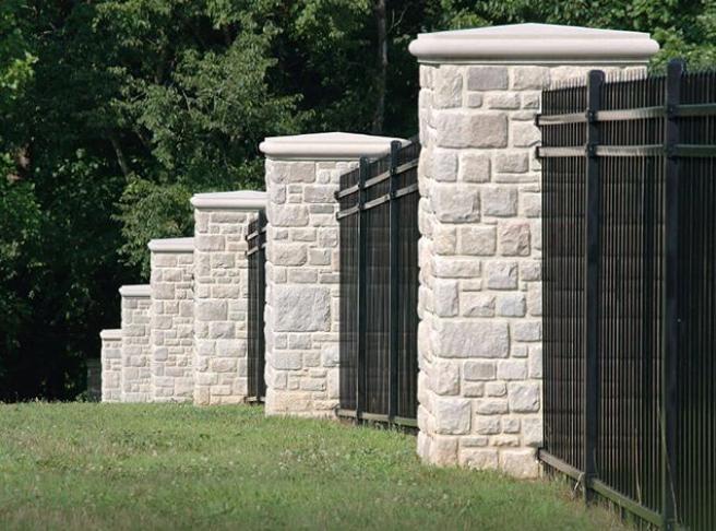 ROCKFORD ESTATE BLEND® Indiana limestone thin veneer