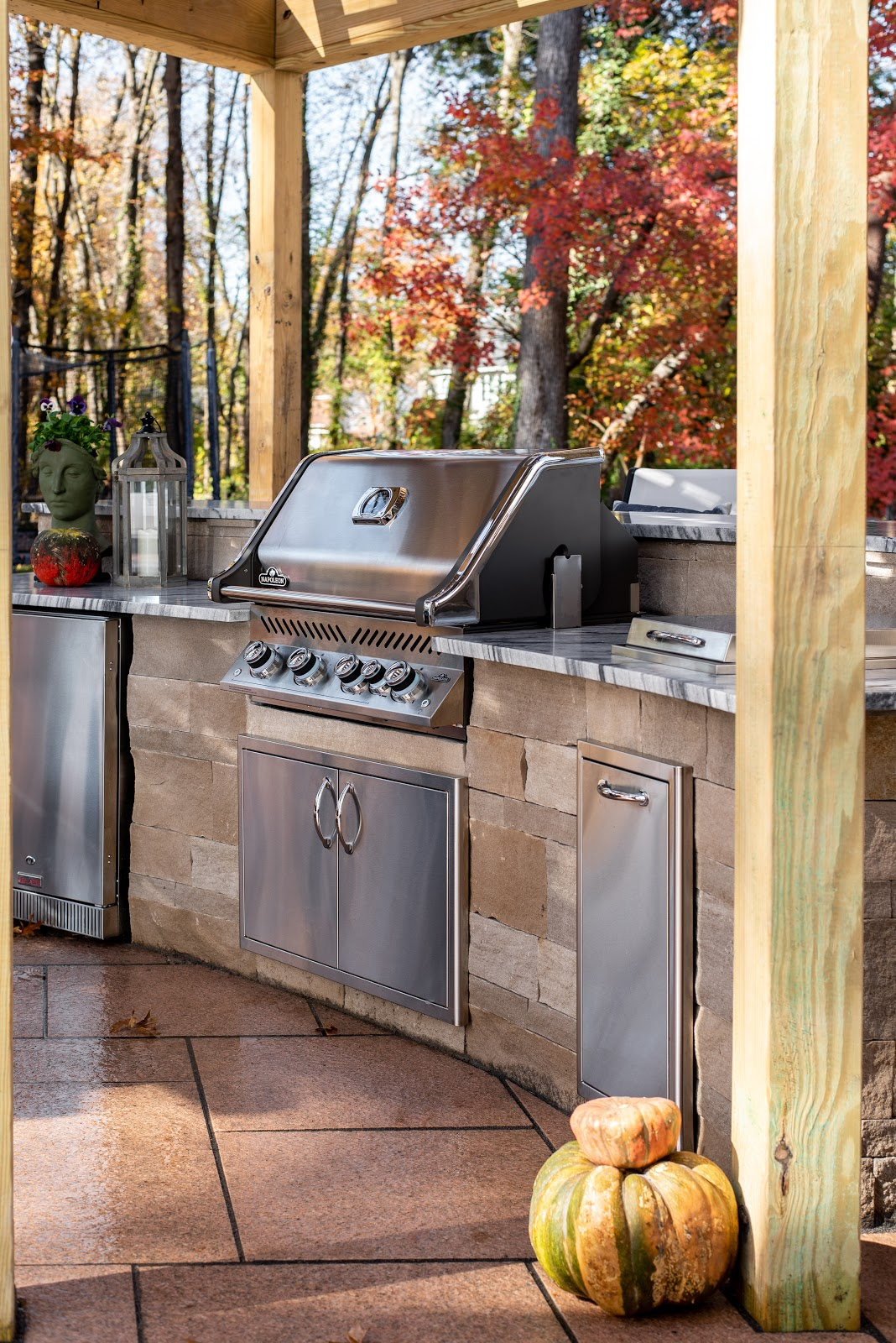 photo of the outdoor grill accompanied by Polycor stone